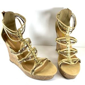 NWOT-Wedge gold strap sandals